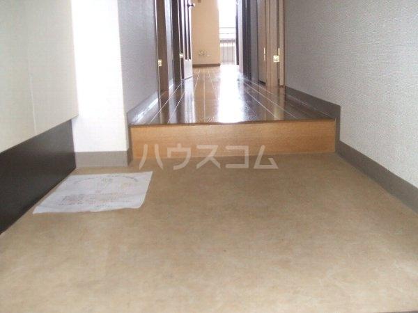 グランデ駿河台 104号室の玄関