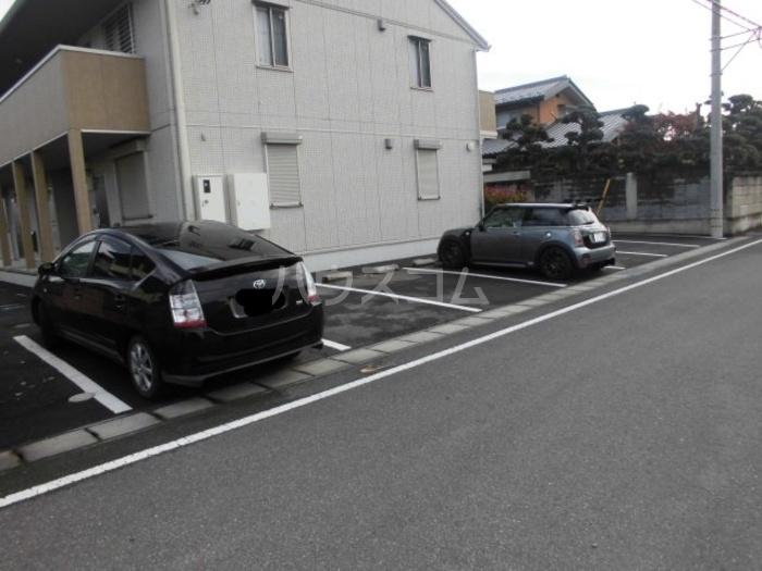 MYNコーポ 103号室の駐車場
