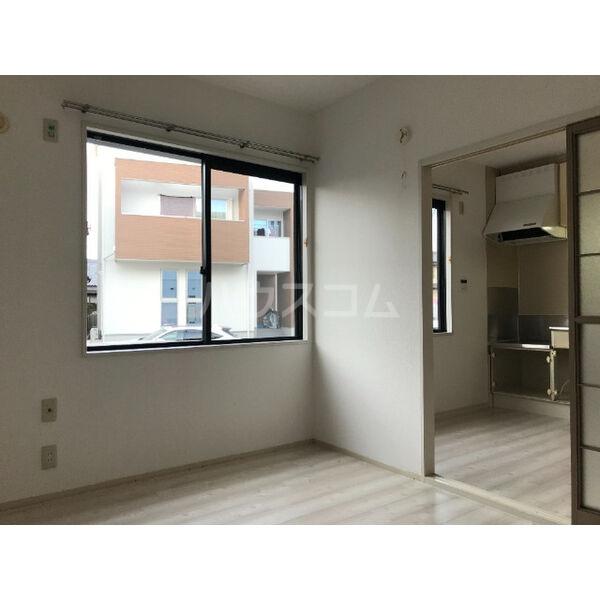 ディアス晴丘 A102号室の居室