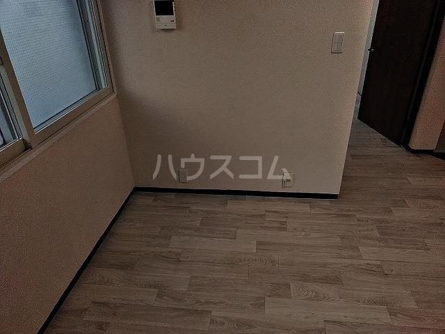 湯島明成ビル 3F号室の居室