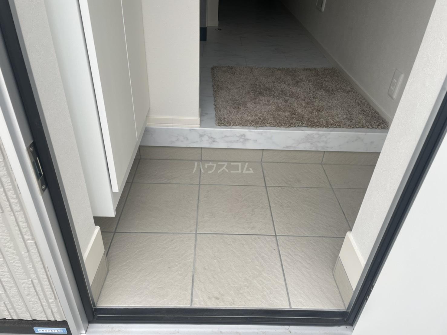 ルシェルブルー 101号室の玄関