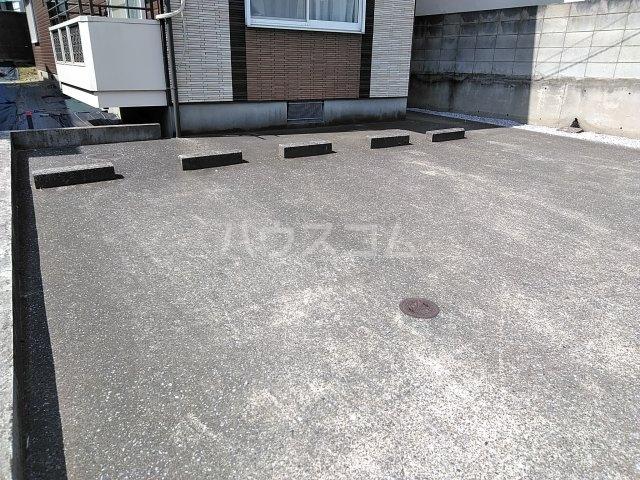ベルエポック 202号室の駐車場
