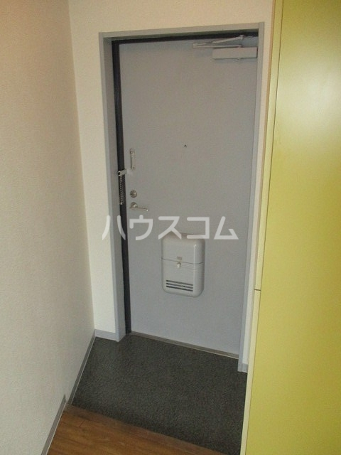 ジョウビアルビル 201号室の玄関