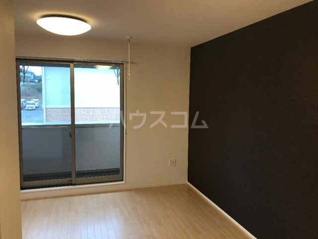 ルミナス スカイ 201号室の居室