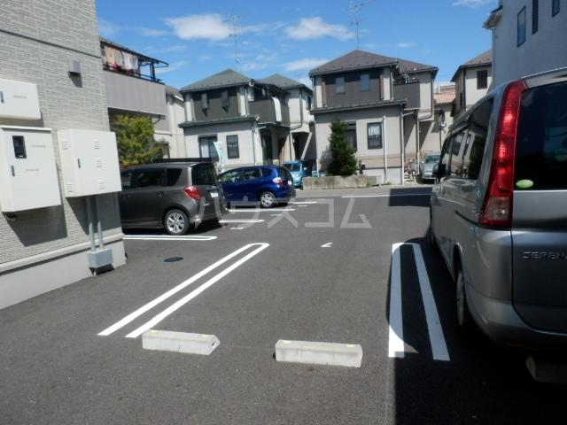 プルメリア 103号室の駐車場