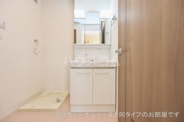プルメリア イースト D 01010号室の洗面所