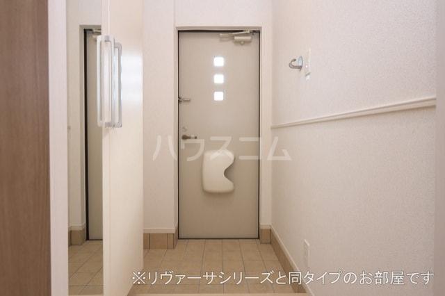 プルメリア イースト D 01010号室の玄関