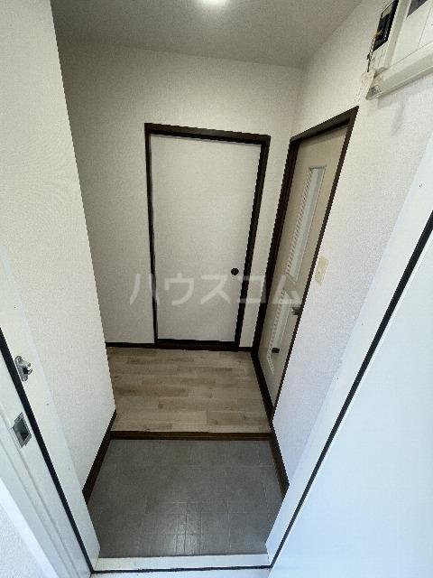 シャンボール今伊勢A 205号室の玄関