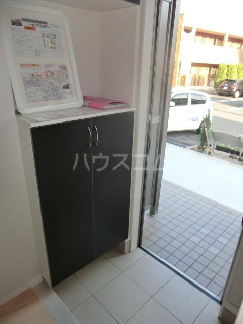 サニーテラス 101号室の玄関