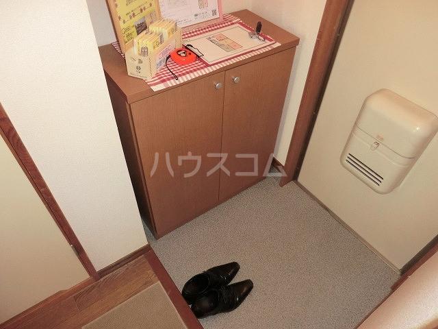 Surplus Three平和 201号室の玄関