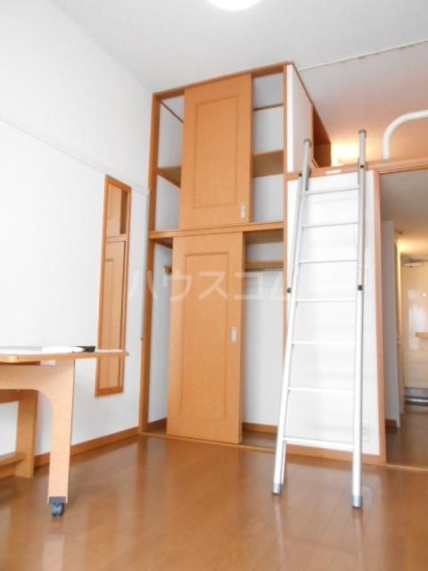 レオパレスアムール 102号室の居室