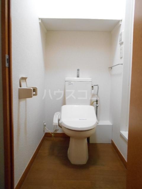 レオパレスアムール 102号室のトイレ