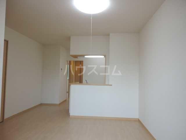 Mount Lip Yamaguchi 102号室のリビング