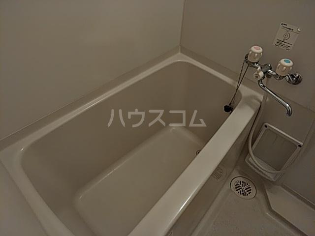 プレシャス東海岸 202号室の風呂
