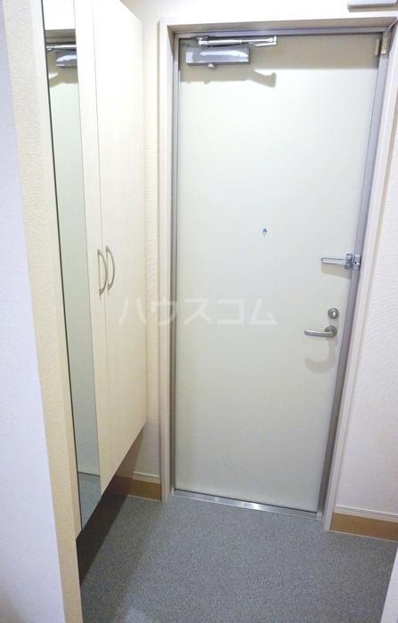 ガーネット 101号室の玄関