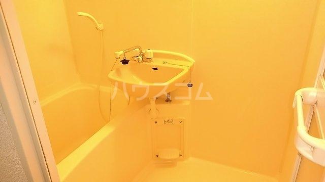 ポンデロッサ鶴見Ⅱ 103号室の風呂