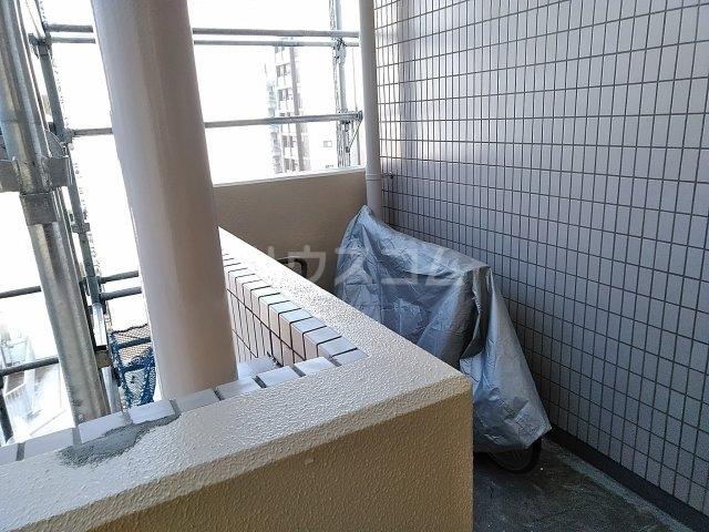 ピュアシティ東神奈川 702号室のバルコニー
