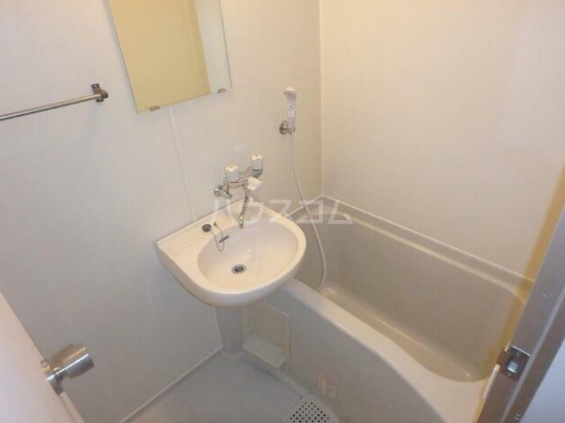 ピュアシティ東神奈川 702号室の風呂