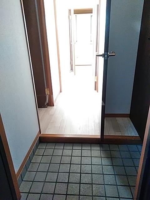 パルナスG 101号室の玄関