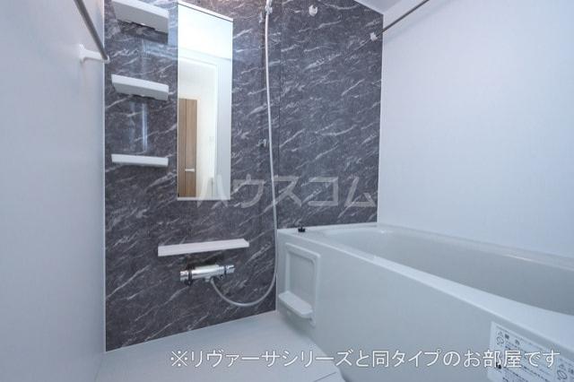 モン スゥリール 02010号室の風呂