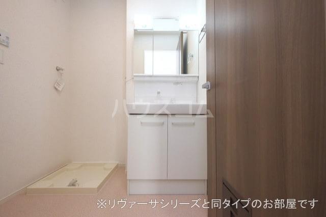 モン スゥリール 02010号室の洗面所