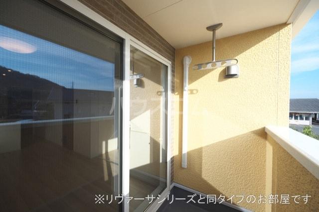 モン スゥリール 02010号室のバルコニー