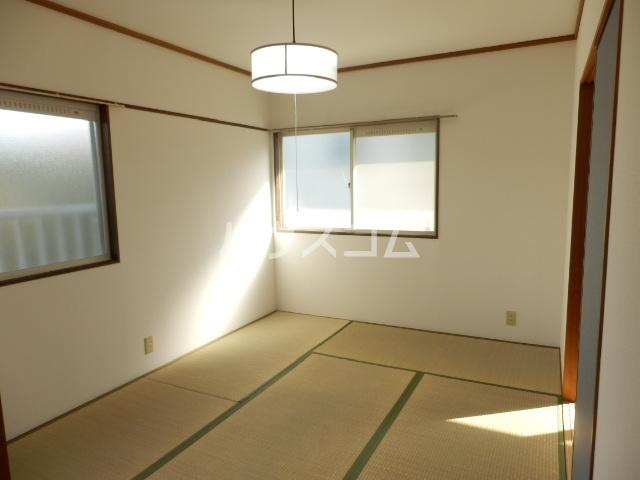 レイクサイド渚 201号室の居室