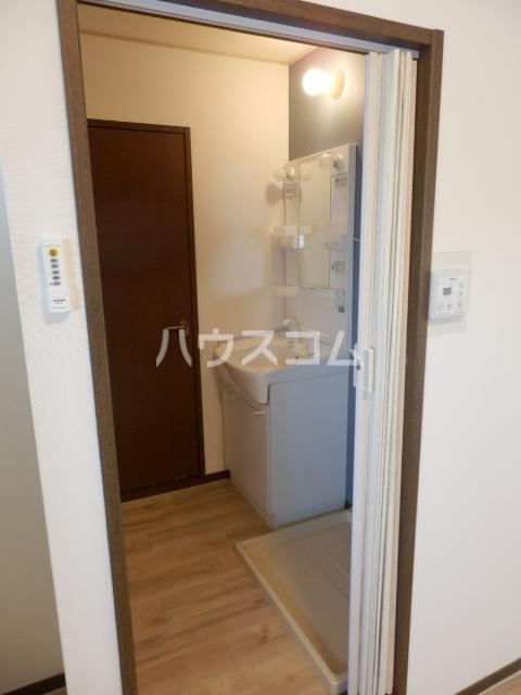 レイクサイド渚 201号室の玄関