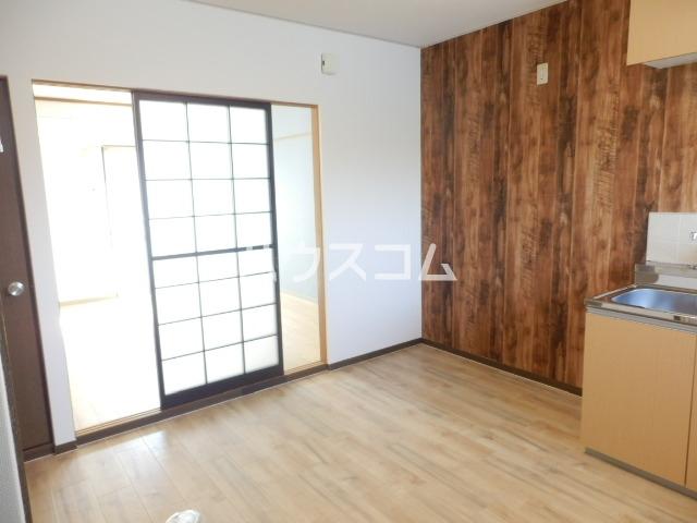 レイクサイド渚 201号室のリビング