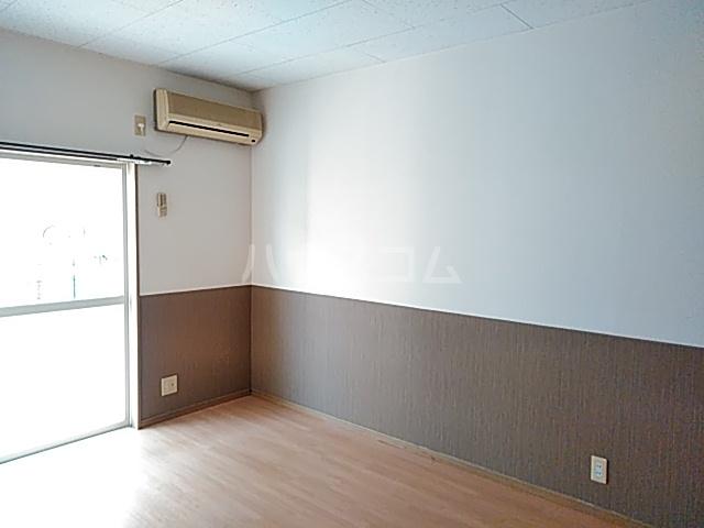 カトレアハイム B 105号室の居室