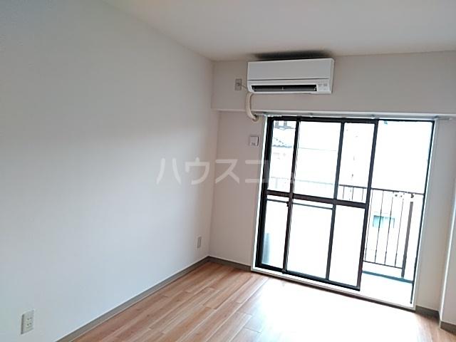モナークマンション武蔵新城第2 319号室のリビング