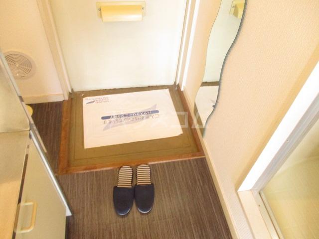 エステートピアグリーン 108号室の玄関