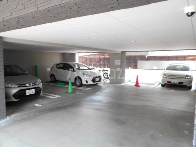 百道グロリアス 402号室の駐車場