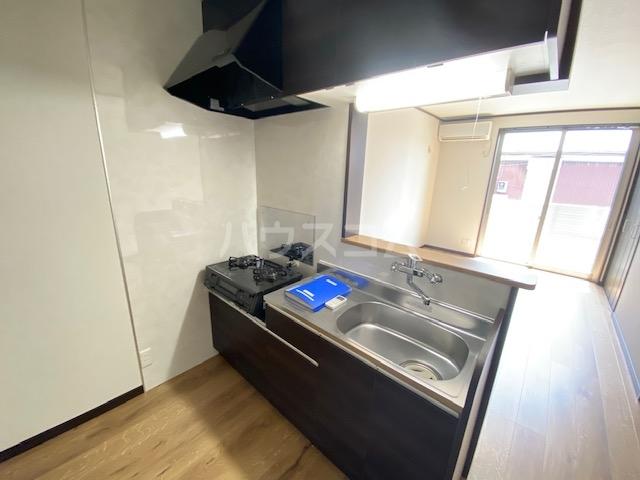 STING 102号室のキッチン