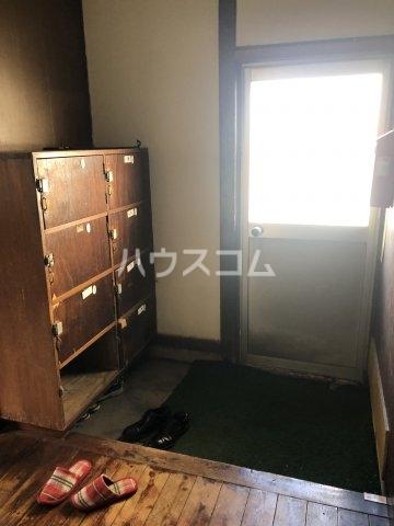 島田荘 2号室の玄関