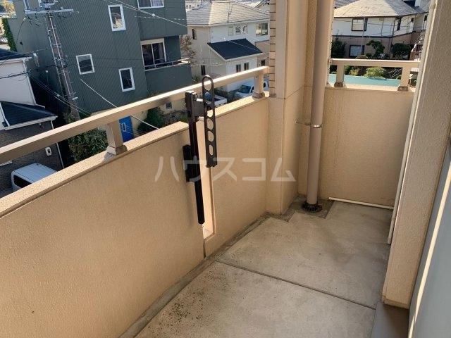 Elfino 301号室の駐車場