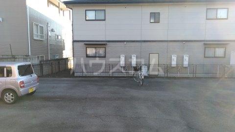 第二清水コーポ 103号室の駐車場