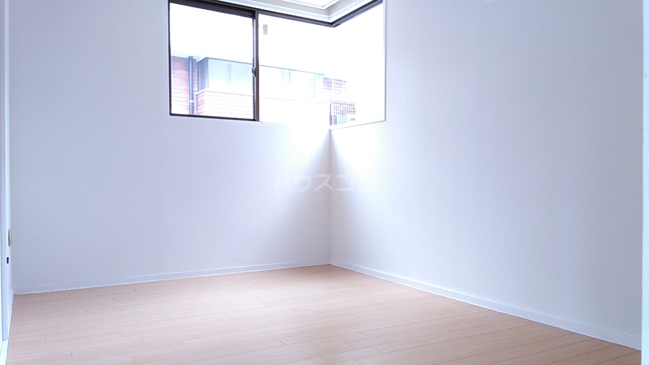 亀谷マンション 102号室のリビング