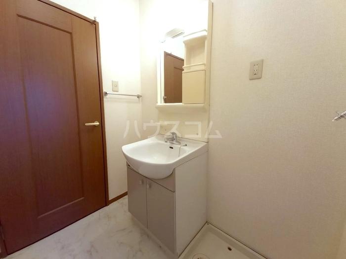 プロスパーコート梅島 101号室の洗面所