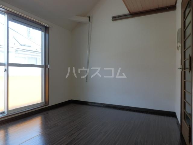 ウィニング谷塚 203号室のリビング
