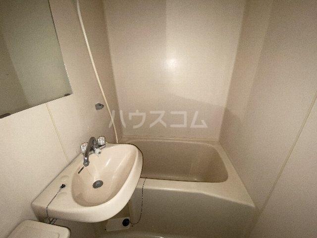 ウィニング谷塚 203号室のトイレ