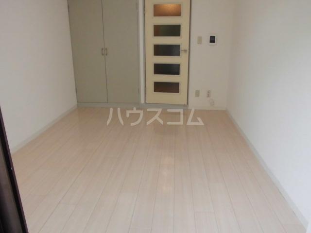 ローズガーデンA50番館 306号室の居室