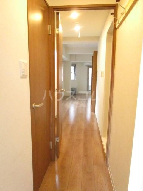 マルサカビル 202号室の玄関