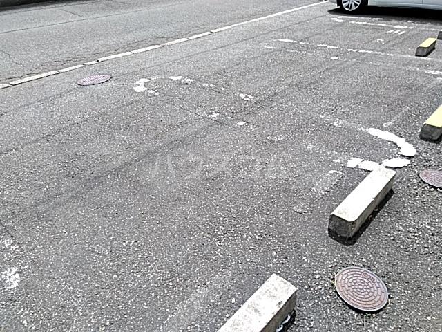 サザンクロス 206号室の駐車場