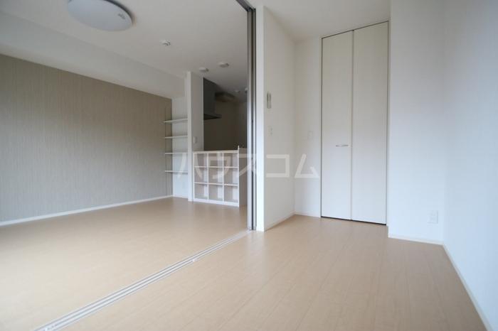 D-room飯倉 102号室の居室