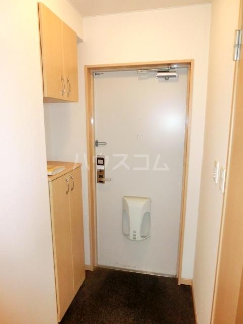 グランチェスタ草加 303号室の玄関