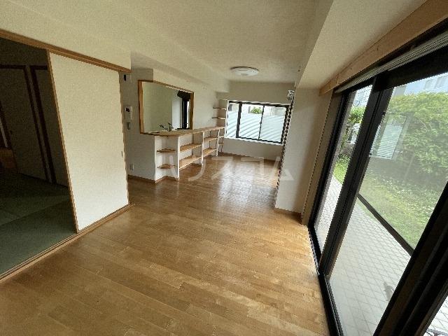 ライオンズマンション篠崎 107号室の居室