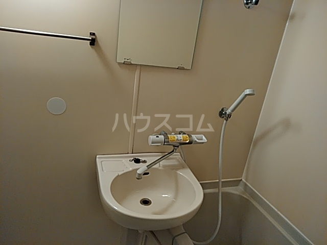 アルテハイム桂 303号室の洗面所