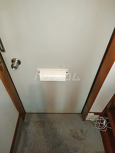ハイツマルヤB 105号室の玄関