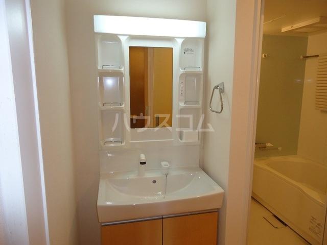 パルジェ 203号室の洗面所